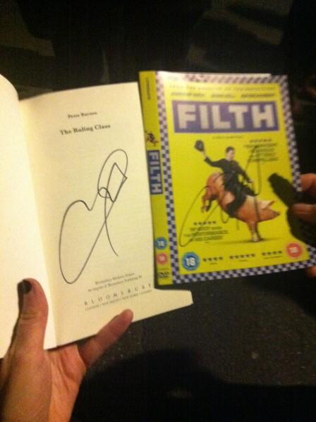 Autogramm von James