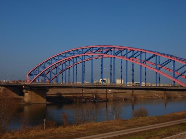 Nochmal genauer auf die Brücke geschaut