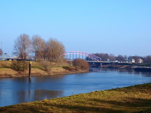 Blick zurück auf die Ruhrorter Brücke