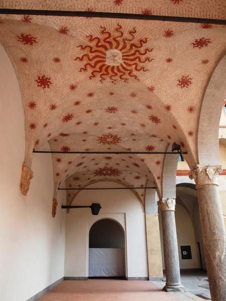 Die Architektur des Castello bewundern