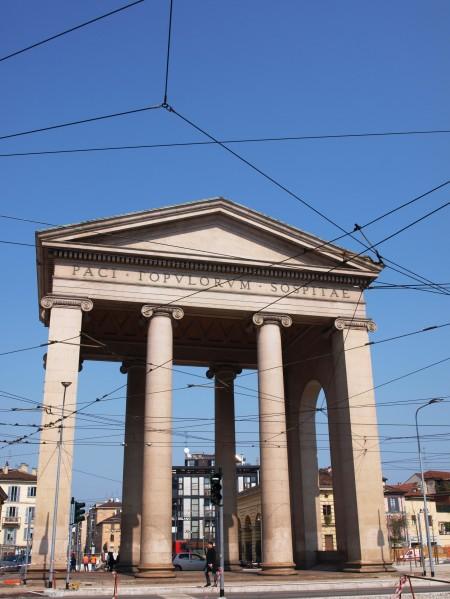 Die Porta Ticinese durchschreiten